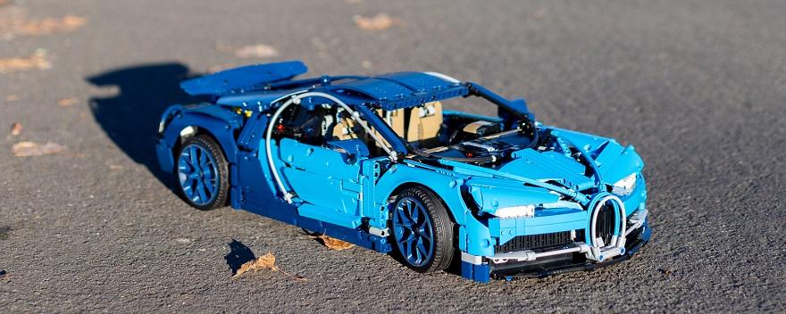 全手工打造出的陸地君王Bugatti Chiron 42083